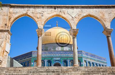 Постер Иерусалим Золотой Купол на Скале Мечеть в Иерусалиме, Израиль.Иерусалим<br>Постер на холсте или бумаге. Любого нужного вам размера. В раме или без. Подвес в комплекте. Трехслойная надежная упаковка. Доставим в любую точку России. Вам осталось только повесить картину на стену!<br>