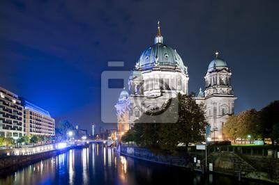 Постер Берлин Собор в Берлине в ночьБерлин<br>Постер на холсте или бумаге. Любого нужного вам размера. В раме или без. Подвес в комплекте. Трехслойная надежная упаковка. Доставим в любую точку России. Вам осталось только повесить картину на стену!<br>