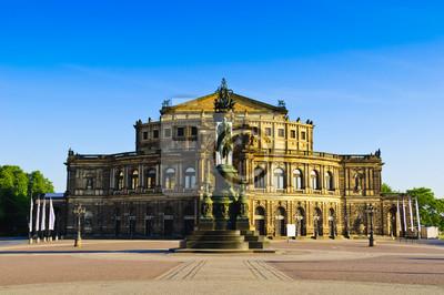 Постер Дрезден Дрезденская Галерея Старых МастеровДрезден<br>Постер на холсте или бумаге. Любого нужного вам размера. В раме или без. Подвес в комплекте. Трехслойная надежная упаковка. Доставим в любую точку России. Вам осталось только повесить картину на стену!<br>