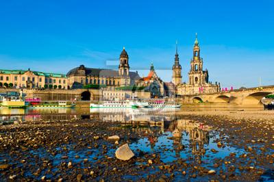 Постер Дрезден Дрезден, ГерманияДрезден<br>Постер на холсте или бумаге. Любого нужного вам размера. В раме или без. Подвес в комплекте. Трехслойная надежная упаковка. Доставим в любую точку России. Вам осталось только повесить картину на стену!<br>