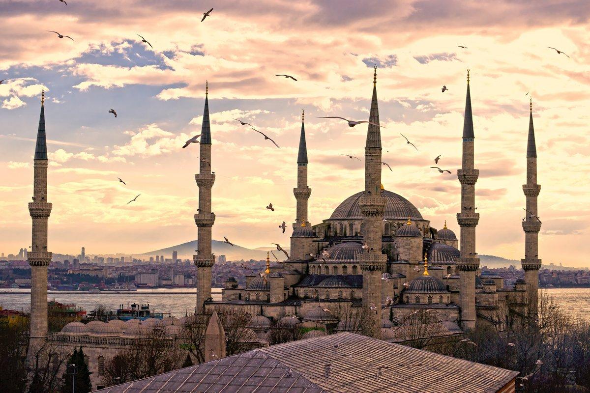 Постер Стамбул Голубая Мечеть, Стамбул, Турция.Стамбул<br>Постер на холсте или бумаге. Любого нужного вам размера. В раме или без. Подвес в комплекте. Трехслойная надежная упаковка. Доставим в любую точку России. Вам осталось только повесить картину на стену!<br>