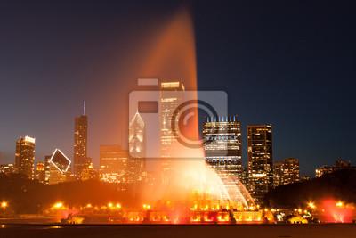 Постер Чикаго Кларенс Букингемский Мемориальный Фонтан в Чикаго в ночьЧикаго<br>Постер на холсте или бумаге. Любого нужного вам размера. В раме или без. Подвес в комплекте. Трехслойная надежная упаковка. Доставим в любую точку России. Вам осталось только повесить картину на стену!<br>