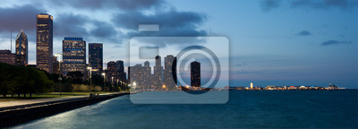 Постер Чикаго Чикаго горизонта и navy pier в сумеркахЧикаго<br>Постер на холсте или бумаге. Любого нужного вам размера. В раме или без. Подвес в комплекте. Трехслойная надежная упаковка. Доставим в любую точку России. Вам осталось только повесить картину на стену!<br>