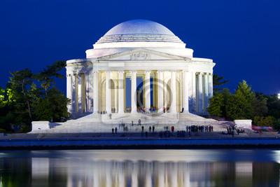Постер Вашингтон Джефферсон Национальный Мемориал в сумерках в Вашингтоне, округ Колумбия, СШАВашингтон<br>Постер на холсте или бумаге. Любого нужного вам размера. В раме или без. Подвес в комплекте. Трехслойная надежная упаковка. Доставим в любую точку России. Вам осталось только повесить картину на стену!<br>