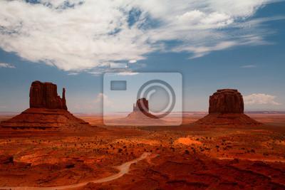 Постер Пейзаж песчаный Пики скал на навахо парк Долина МонументовПейзаж песчаный<br>Постер на холсте или бумаге. Любого нужного вам размера. В раме или без. Подвес в комплекте. Трехслойная надежная упаковка. Доставим в любую точку России. Вам осталось только повесить картину на стену!<br>