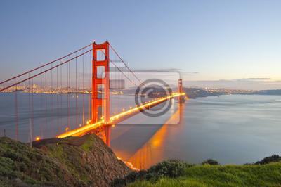 Постер Сан-Франциско Мост золотые ворота в ночьСан-Франциско<br>Постер на холсте или бумаге. Любого нужного вам размера. В раме или без. Подвес в комплекте. Трехслойная надежная упаковка. Доставим в любую точку России. Вам осталось только повесить картину на стену!<br>