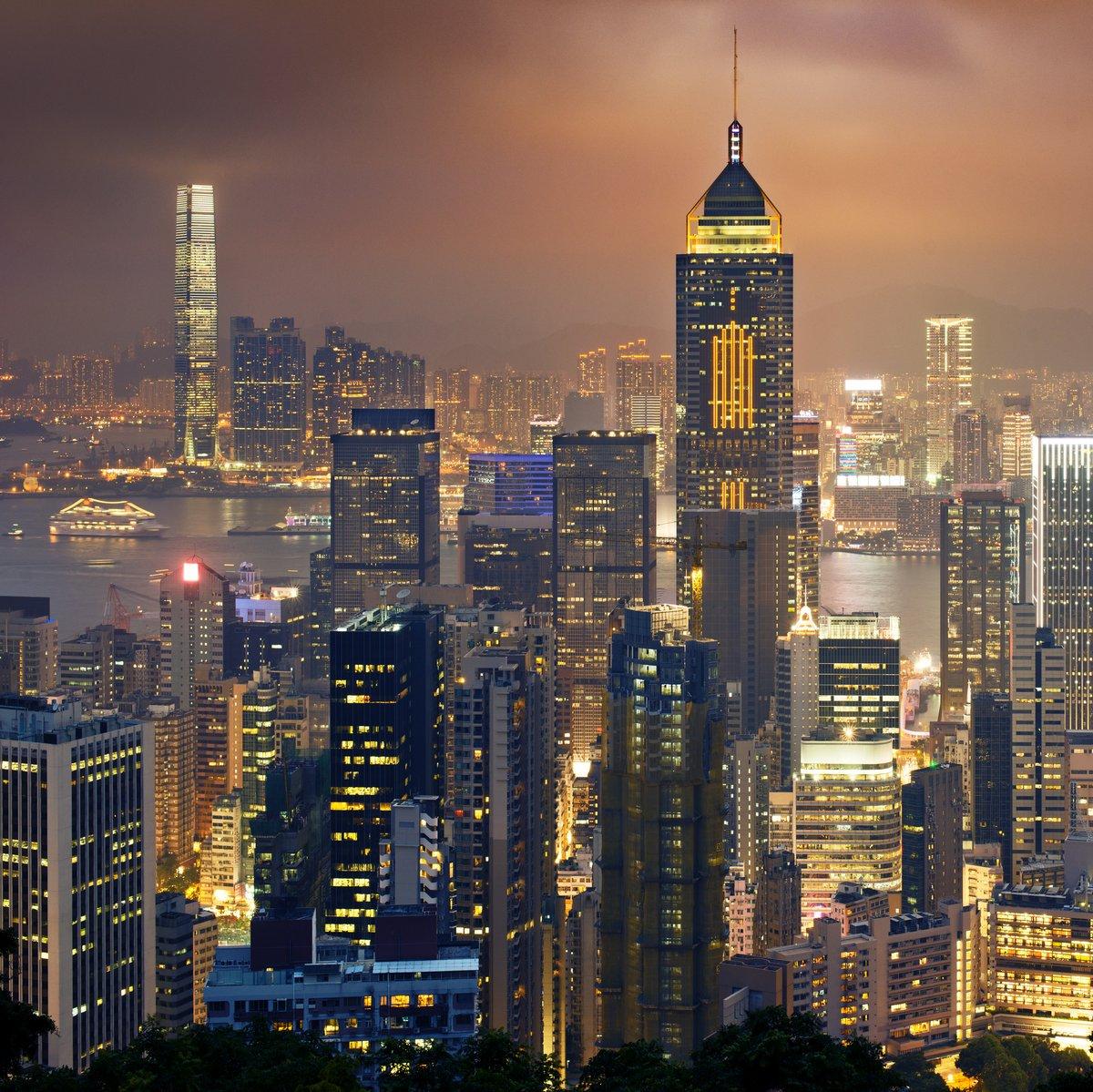 Постер Гонконг Ночной вид на Гонконг и КоулунГонконг<br>Постер на холсте или бумаге. Любого нужного вам размера. В раме или без. Подвес в комплекте. Трехслойная надежная упаковка. Доставим в любую точку России. Вам осталось только повесить картину на стену!<br>