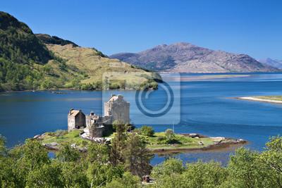 Постер Шотландия Eilean Donan Castle под голубым небомШотландия<br>Постер на холсте или бумаге. Любого нужного вам размера. В раме или без. Подвес в комплекте. Трехслойная надежная упаковка. Доставим в любую точку России. Вам осталось только повесить картину на стену!<br>
