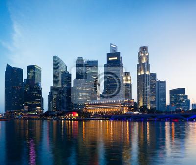 Постер Сингапур Сингапур горизонта в вечерСингапур<br>Постер на холсте или бумаге. Любого нужного вам размера. В раме или без. Подвес в комплекте. Трехслойная надежная упаковка. Доставим в любую точку России. Вам осталось только повесить картину на стену!<br>