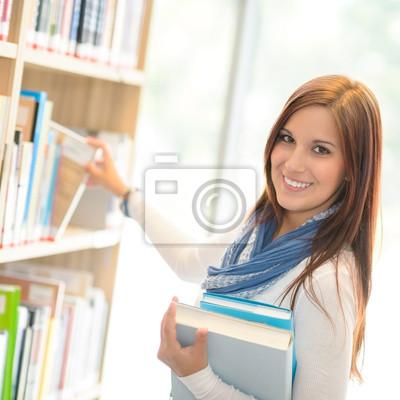 Постер Деятельность Счастливый студент выборе книги из библиотеки шельфа, 20x20 см, на бумагеОбразование<br>Постер на холсте или бумаге. Любого нужного вам размера. В раме или без. Подвес в комплекте. Трехслойная надежная упаковка. Доставим в любую точку России. Вам осталось только повесить картину на стену!<br>