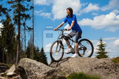 Постер Спорт Женщина Велоспорт, 30x20 см, на бумагеВелосипедисты<br>Постер на холсте или бумаге. Любого нужного вам размера. В раме или без. Подвес в комплекте. Трехслойная надежная упаковка. Доставим в любую точку России. Вам осталось только повесить картину на стену!<br>