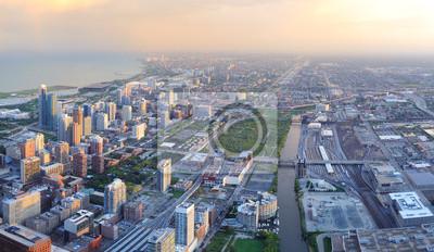 Постер Чикаго Чикаго горизонта на закатеЧикаго<br>Постер на холсте или бумаге. Любого нужного вам размера. В раме или без. Подвес в комплекте. Трехслойная надежная упаковка. Доставим в любую точку России. Вам осталось только повесить картину на стену!<br>