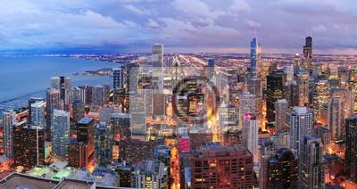 Постер Города и карты Чикаго горизонта панораму с высоты птичьего полета, 38x20 см, на бумагеЧикаго<br>Постер на холсте или бумаге. Любого нужного вам размера. В раме или без. Подвес в комплекте. Трехслойная надежная упаковка. Доставим в любую точку России. Вам осталось только повесить картину на стену!<br>