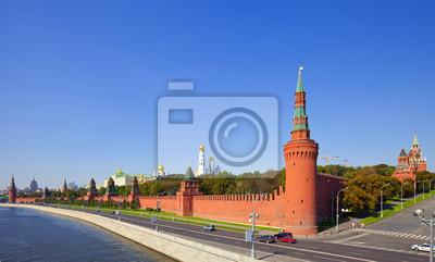 Постер Москва Московский Кремль и Москва-РекиМосква<br>Постер на холсте или бумаге. Любого нужного вам размера. В раме или без. Подвес в комплекте. Трехслойная надежная упаковка. Доставим в любую точку России. Вам осталось только повесить картину на стену!<br>