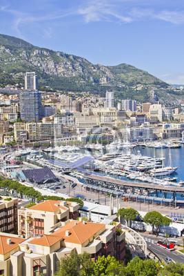 Постер Монако Город Монако в Формуле Один сезонМонако<br>Постер на холсте или бумаге. Любого нужного вам размера. В раме или без. Подвес в комплекте. Трехслойная надежная упаковка. Доставим в любую точку России. Вам осталось только повесить картину на стену!<br>