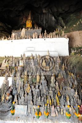 Постер Лаос La grotta di Пак sul fiume Меконг около Луанг ПрабангЛаос<br>Постер на холсте или бумаге. Любого нужного вам размера. В раме или без. Подвес в комплекте. Трехслойная надежная упаковка. Доставим в любую точку России. Вам осталось только повесить картину на стену!<br>
