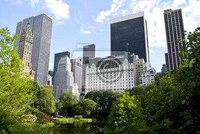 Постер США Нью-Йоркские здания у центрального паркаСША<br>Постер на холсте или бумаге. Любого нужного вам размера. В раме или без. Подвес в комплекте. Трехслойная надежная упаковка. Доставим в любую точку России. Вам осталось только повесить картину на стену!<br>