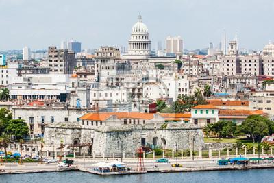Постер Карибы Города Гаваны, в том числе известных зданийКарибы<br>Постер на холсте или бумаге. Любого нужного вам размера. В раме или без. Подвес в комплекте. Трехслойная надежная упаковка. Доставим в любую точку России. Вам осталось только повесить картину на стену!<br>