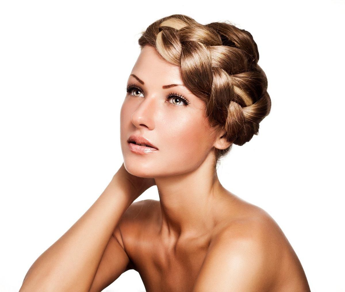 Молодая женщина с длинными природных смешанного цвета коса, 24x20 см, на бумагеСалон красоты<br>Постер на холсте или бумаге. Любого нужного вам размера. В раме или без. Подвес в комплекте. Трехслойная надежная упаковка. Доставим в любую точку России. Вам осталось только повесить картину на стену!<br>