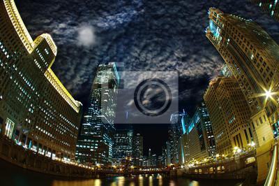 Постер Чикаго Величественный Чикаго - Город ветров Riverfront НочьюЧикаго<br>Постер на холсте или бумаге. Любого нужного вам размера. В раме или без. Подвес в комплекте. Трехслойная надежная упаковка. Доставим в любую точку России. Вам осталось только повесить картину на стену!<br>
