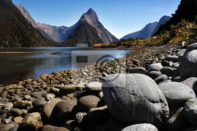 Постер Пейзаж горный Новая Зеландия FiordlandПейзаж горный<br>Постер на холсте или бумаге. Любого нужного вам размера. В раме или без. Подвес в комплекте. Трехслойная надежная упаковка. Доставим в любую точку России. Вам осталось только повесить картину на стену!<br>