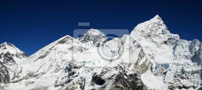 Постер Непал Mt Эверест (8850m) и Нупцзе в ГималаяхНепал<br>Постер на холсте или бумаге. Любого нужного вам размера. В раме или без. Подвес в комплекте. Трехслойная надежная упаковка. Доставим в любую точку России. Вам осталось только повесить картину на стену!<br>