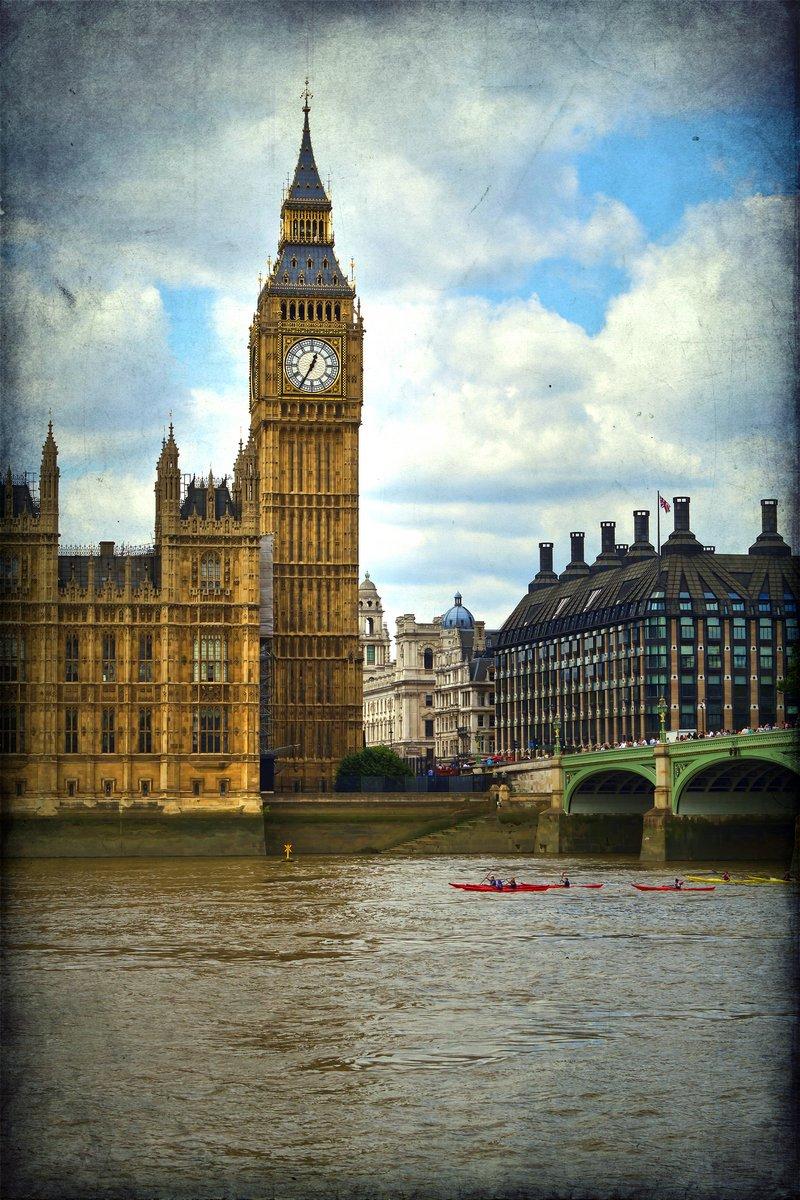 Постер Англия Здание парламента, ЛондонАнглия<br>Постер на холсте или бумаге. Любого нужного вам размера. В раме или без. Подвес в комплекте. Трехслойная надежная упаковка. Доставим в любую точку России. Вам осталось только повесить картину на стену!<br>