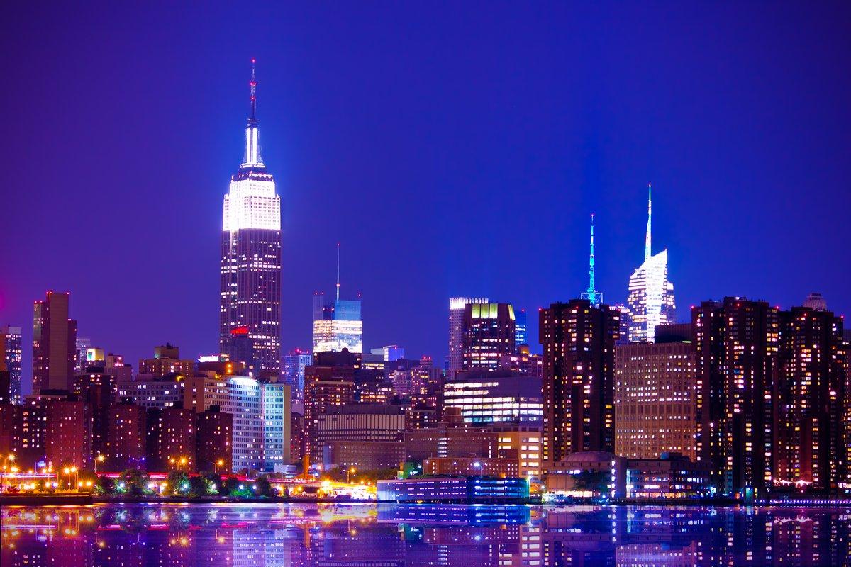 Постер Нью-Йорк Красивые Нью-Йорка в ночьНью-Йорк<br>Постер на холсте или бумаге. Любого нужного вам размера. В раме или без. Подвес в комплекте. Трехслойная надежная упаковка. Доставим в любую точку России. Вам осталось только повесить картину на стену!<br>