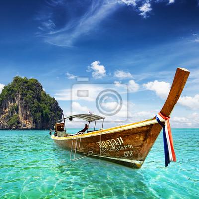 Постер Таиланд Тайский море с хвостом лодки и красивое мореТаиланд<br>Постер на холсте или бумаге. Любого нужного вам размера. В раме или без. Подвес в комплекте. Трехслойная надежная упаковка. Доставим в любую точку России. Вам осталось только повесить картину на стену!<br>