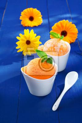 Постер Герберы Летом, апельсина и манго мороженоеГерберы<br>Постер на холсте или бумаге. Любого нужного вам размера. В раме или без. Подвес в комплекте. Трехслойная надежная упаковка. Доставим в любую точку России. Вам осталось только повесить картину на стену!<br>