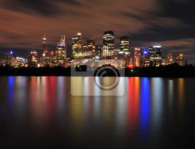 Постер Сидней Сидней-город отражения на воде, АвстралияСидней<br>Постер на холсте или бумаге. Любого нужного вам размера. В раме или без. Подвес в комплекте. Трехслойная надежная упаковка. Доставим в любую точку России. Вам осталось только повесить картину на стену!<br>