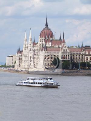 Постер Будапешт Венгерский parlamant в дневное время с ДунаяБудапешт<br>Постер на холсте или бумаге. Любого нужного вам размера. В раме или без. Подвес в комплекте. Трехслойная надежная упаковка. Доставим в любую точку России. Вам осталось только повесить картину на стену!<br>