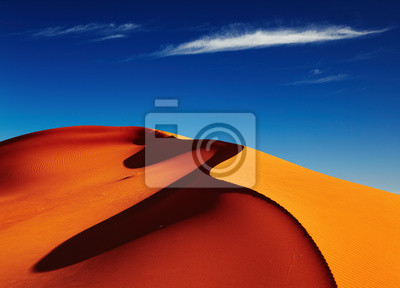Постер Африканский пейзаж Пустыня Сахара, АлжирПостер на холсте или бумаге. Любого нужного вам размера. В раме или без. Подвес в комплекте. Трехслойная надежная упаковка. Доставим в любую точку России. Вам осталось только повесить картину на стену!<br>