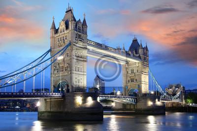 Постер Лондон Тауэр Бридж в тот вечер, Лондон, ВеликобританияЛондон<br>Постер на холсте или бумаге. Любого нужного вам размера. В раме или без. Подвес в комплекте. Трехслойная надежная упаковка. Доставим в любую точку России. Вам осталось только повесить картину на стену!<br>