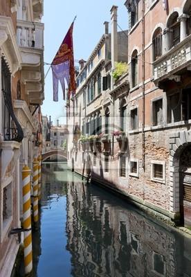 Постер Города и карты Боковой Канал off Grand Canal, Венеция, Италия, 20x29 см, на бумагеВенеция<br>Постер на холсте или бумаге. Любого нужного вам размера. В раме или без. Подвес в комплекте. Трехслойная надежная упаковка. Доставим в любую точку России. Вам осталось только повесить картину на стену!<br>