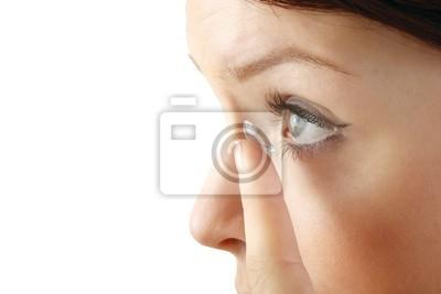 Постер Оформление офиса Женщина с контактной линзы (на белом фоне), 30x20 см, на бумагеМедицина<br>Постер на холсте или бумаге. Любого нужного вам размера. В раме или без. Подвес в комплекте. Трехслойная надежная упаковка. Доставим в любую точку России. Вам осталось только повесить картину на стену!<br>