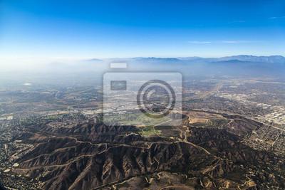 Постер Лос-Анджелес Приближаясь к Аэропорту Лос-Анжелеса с югаЛос-Анджелес<br>Постер на холсте или бумаге. Любого нужного вам размера. В раме или без. Подвес в комплекте. Трехслойная надежная упаковка. Доставим в любую точку России. Вам осталось только повесить картину на стену!<br>