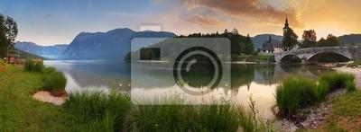 Постер Альпийский пейзаж Альп, в Словении - озеро Бохинь , Горная панорама на рассветеАльпийский пейзаж<br>Постер на холсте или бумаге. Любого нужного вам размера. В раме или без. Подвес в комплекте. Трехслойная надежная упаковка. Доставим в любую точку России. Вам осталось только повесить картину на стену!<br>