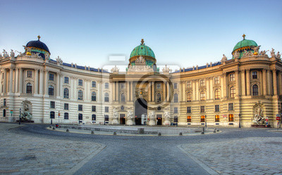 Постер Вена Венском дворце Хофбург в Вене, АвстрияВена<br>Постер на холсте или бумаге. Любого нужного вам размера. В раме или без. Подвес в комплекте. Трехслойная надежная упаковка. Доставим в любую точку России. Вам осталось только повесить картину на стену!<br>