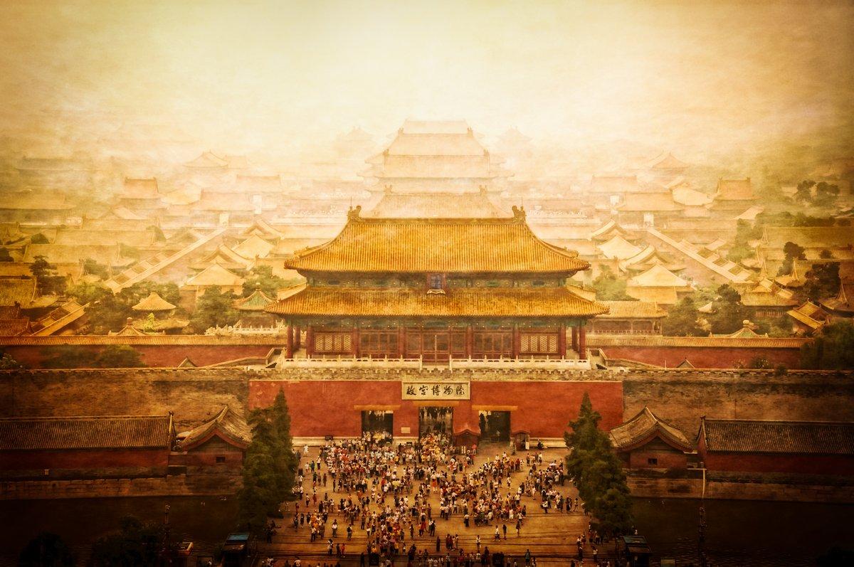 Постер Пекин Запретный город винтажный вид, Пекин, КитайПекин<br>Постер на холсте или бумаге. Любого нужного вам размера. В раме или без. Подвес в комплекте. Трехслойная надежная упаковка. Доставим в любую точку России. Вам осталось только повесить картину на стену!<br>