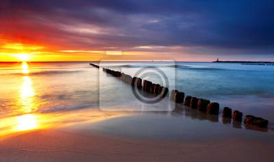 Постер Пейзаж морской Балтийского моря в красивый восход солнца в Польше пляж.Пейзаж морской<br>Постер на холсте или бумаге. Любого нужного вам размера. В раме или без. Подвес в комплекте. Трехслойная надежная упаковка. Доставим в любую точку России. Вам осталось только повесить картину на стену!<br>