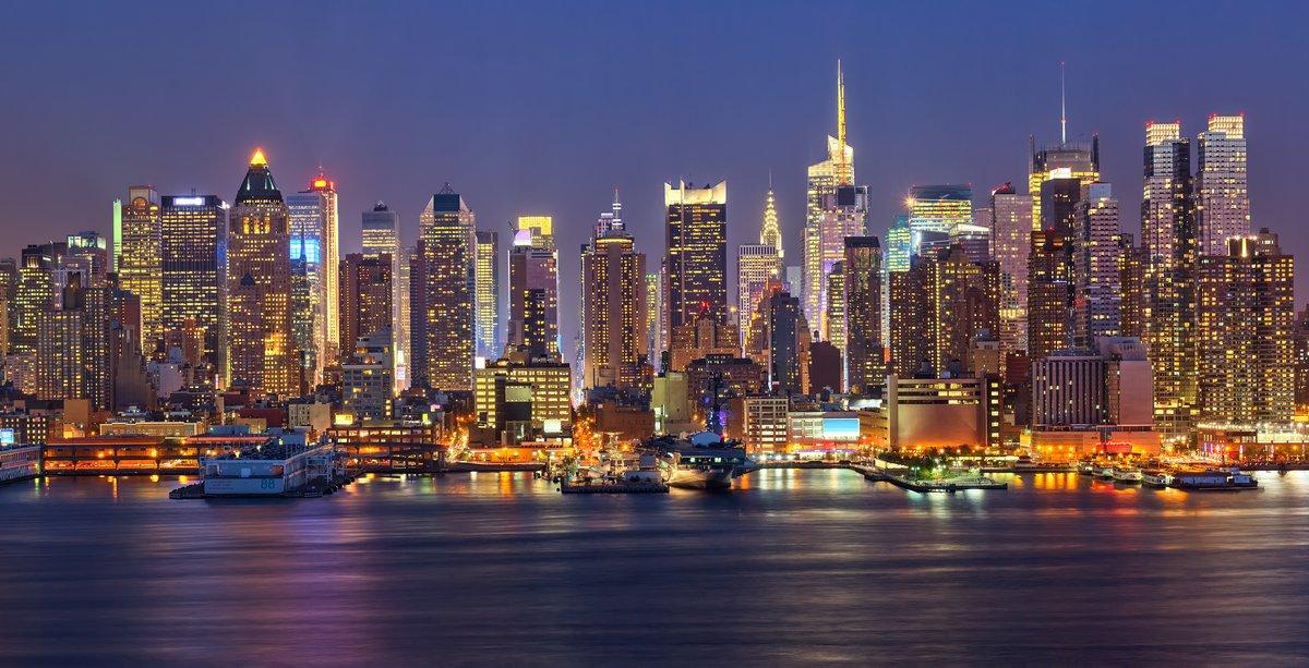 Постер Города и карты Manhattan ночью, 39x20 см, на бумагеНью-Йорк<br>Постер на холсте или бумаге. Любого нужного вам размера. В раме или без. Подвес в комплекте. Трехслойная надежная упаковка. Доставим в любую точку России. Вам осталось только повесить картину на стену!<br>