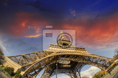 Восход солнца в Париже, 30x20 см, на бумагеПариж<br>Постер на холсте или бумаге. Любого нужного вам размера. В раме или без. Подвес в комплекте. Трехслойная надежная упаковка. Доставим в любую точку России. Вам осталось только повесить картину на стену!<br>