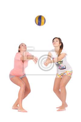 Постер Спорт Молодых девушек, играющих в волейбол на белом фоне, 20x30 см, на бумагеВолейбол<br>Постер на холсте или бумаге. Любого нужного вам размера. В раме или без. Подвес в комплекте. Трехслойная надежная упаковка. Доставим в любую точку России. Вам осталось только повесить картину на стену!<br>