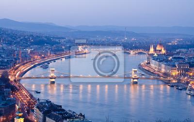 Постер Будапешт Вид Будапешт ночью, ВенгрияБудапешт<br>Постер на холсте или бумаге. Любого нужного вам размера. В раме или без. Подвес в комплекте. Трехслойная надежная упаковка. Доставим в любую точку России. Вам осталось только повесить картину на стену!<br>