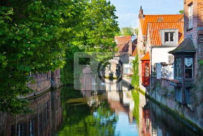 Постер Бельгия Брюгге, средневековый город в БельгииБельгия<br>Постер на холсте или бумаге. Любого нужного вам размера. В раме или без. Подвес в комплекте. Трехслойная надежная упаковка. Доставим в любую точку России. Вам осталось только повесить картину на стену!<br>