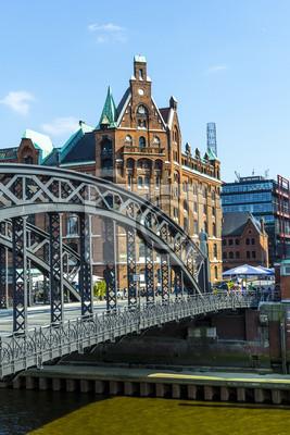 Постер Гамбург Брукс Мост на speicherstadt в ГамбургеГамбург<br>Постер на холсте или бумаге. Любого нужного вам размера. В раме или без. Подвес в комплекте. Трехслойная надежная упаковка. Доставим в любую точку России. Вам осталось только повесить картину на стену!<br>