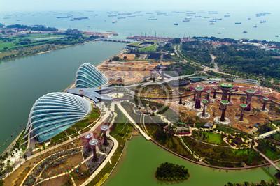 Постер Сингапур Река Hongbao вид с крыши отеля Marina Bay Sands resort,Сингапур<br>Постер на холсте или бумаге. Любого нужного вам размера. В раме или без. Подвес в комплекте. Трехслойная надежная упаковка. Доставим в любую точку России. Вам осталось только повесить картину на стену!<br>