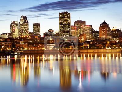 Постер Канада Монреаль горизонта на закате, Квебек, КанадаКанада<br>Постер на холсте или бумаге. Любого нужного вам размера. В раме или без. Подвес в комплекте. Трехслойная надежная упаковка. Доставим в любую точку России. Вам осталось только повесить картину на стену!<br>