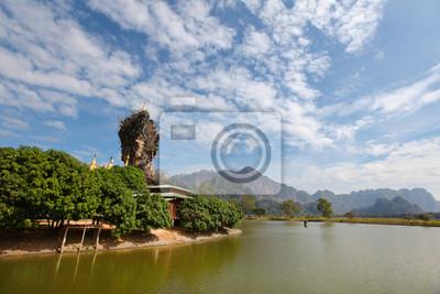 Постер Мьянма (Бирма) Буддийская пагода на скале, рядом река в Бирме,Мьянма (Бирма)<br>Постер на холсте или бумаге. Любого нужного вам размера. В раме или без. Подвес в комплекте. Трехслойная надежная упаковка. Доставим в любую точку России. Вам осталось только повесить картину на стену!<br>